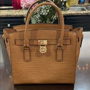 Michael kors medium sized bag